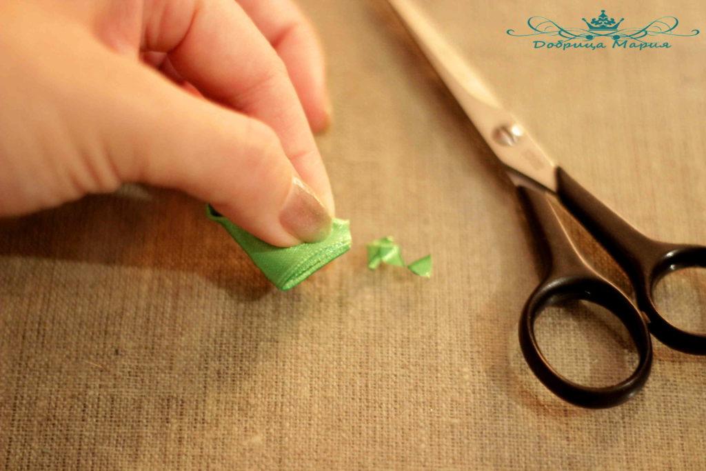 10 пошаговый мастер класс по созданию канзаши с острым лепестком
