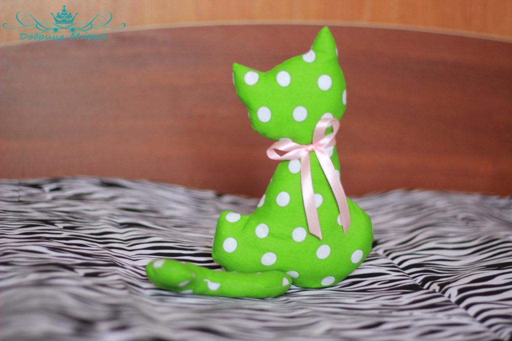 кошка из ткани