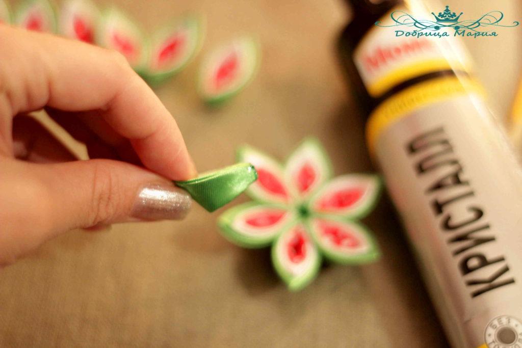 25 пошаговый мастер класс по созданию канзаши с острым лепестком