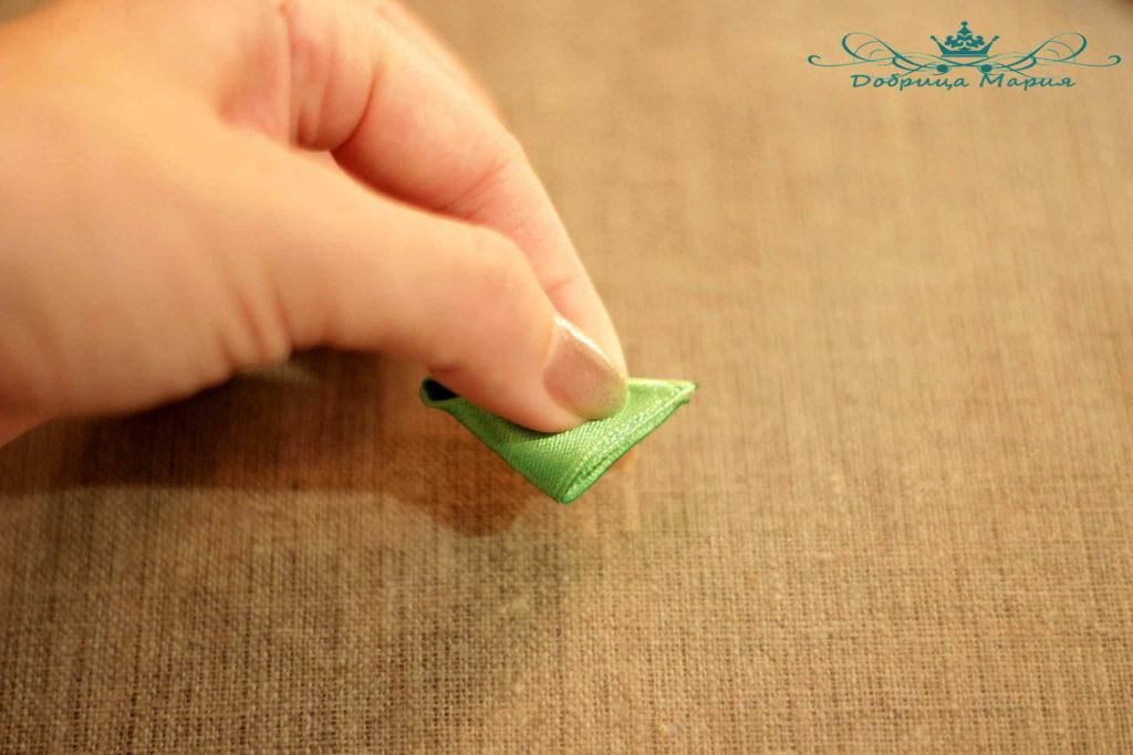 9 пошаговый мастер класс по созданию канзаши с острым лепестком