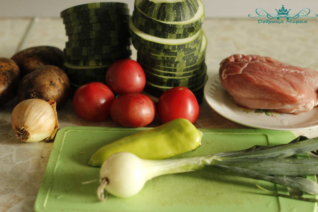 кабачок в духовке с мясом