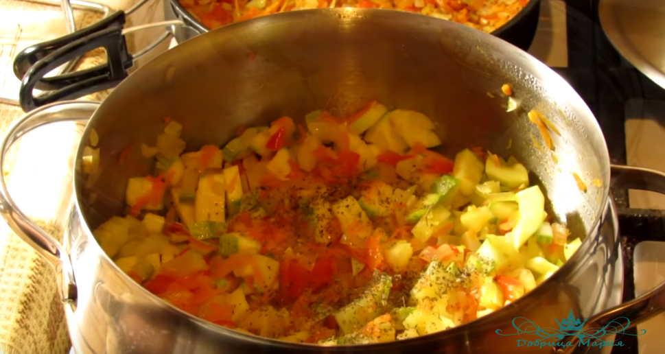 тушеный кабачок с овощами